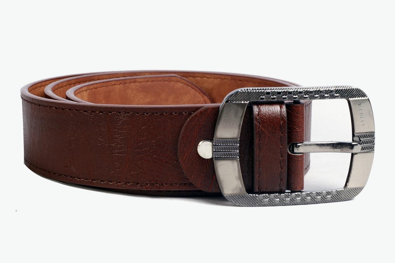 La ceinture, un accessoire qui s'accorde bien