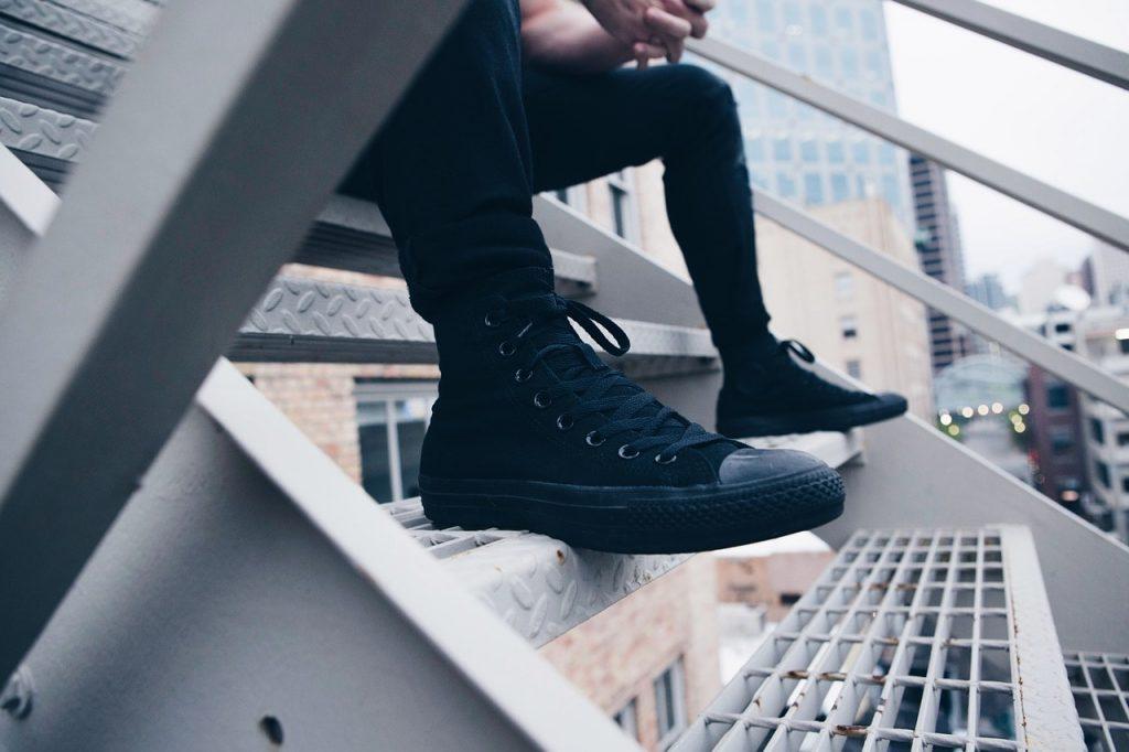 chaussure et jogging molleton