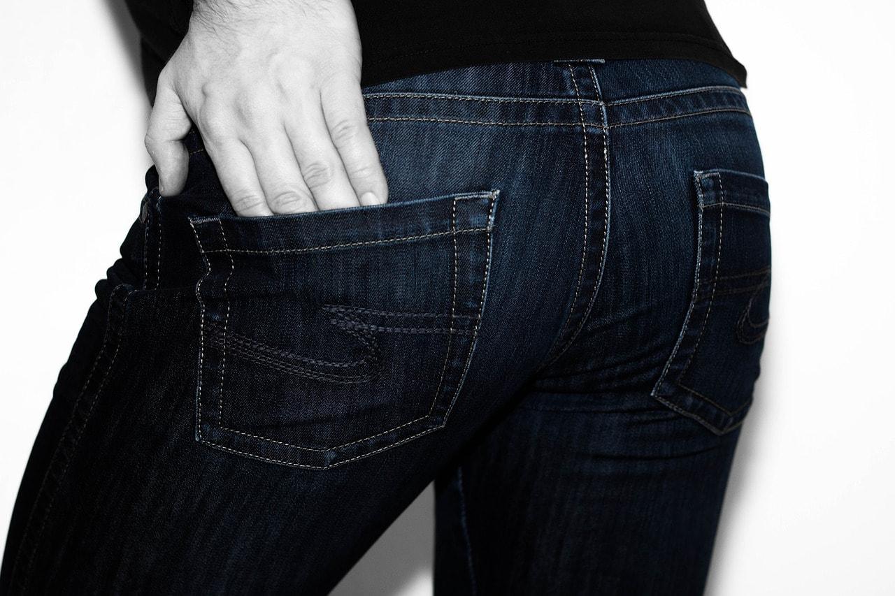 Quel jean porter avec des fesses plates?