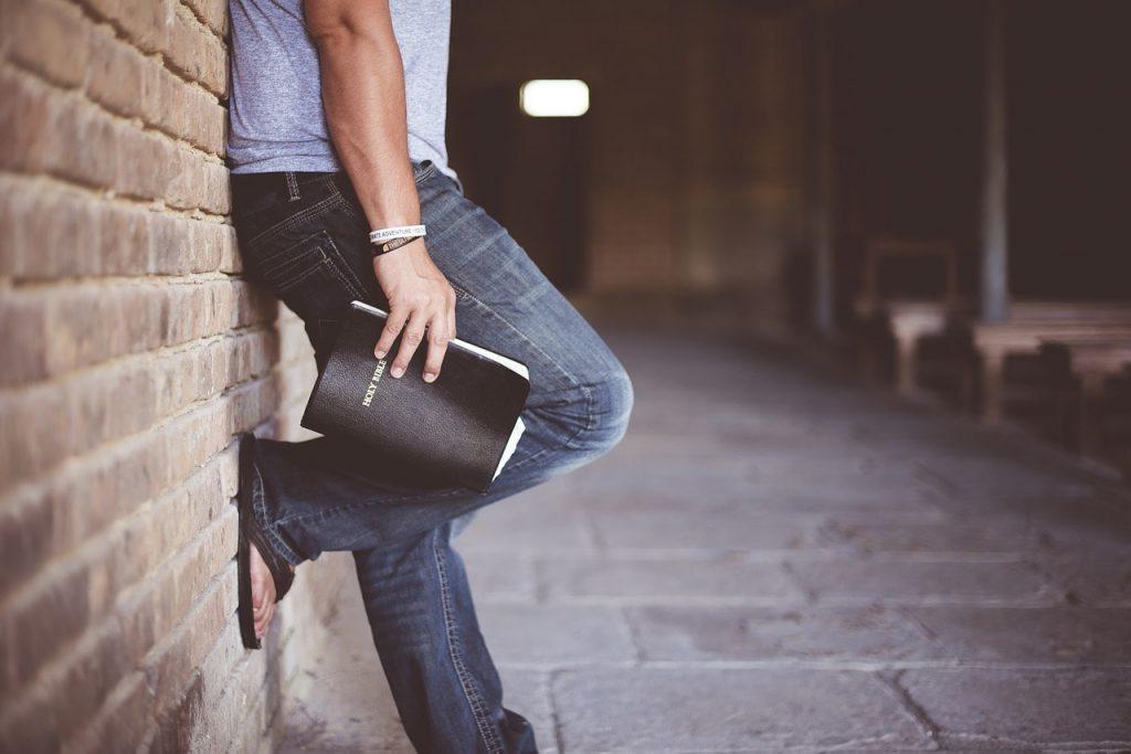 tong avec un jean homme
