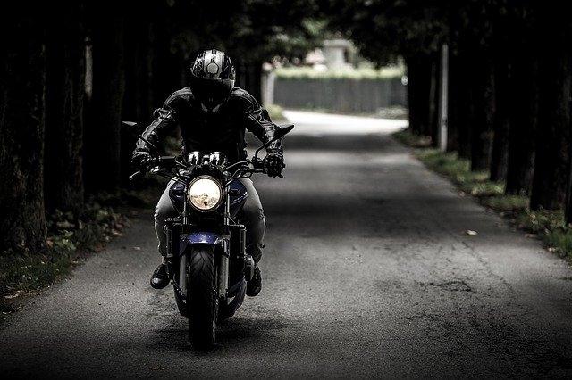 Comment choisir son trail moto ?