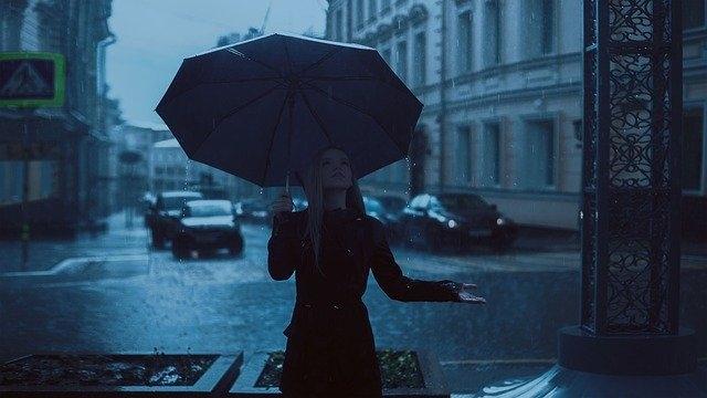 Comment fonctionne un parapluie inversé ?