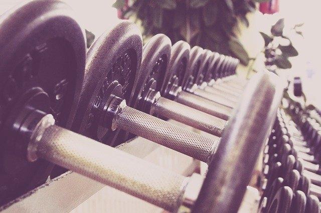 Comment s'appelle une personne qui fait de la musculation ?