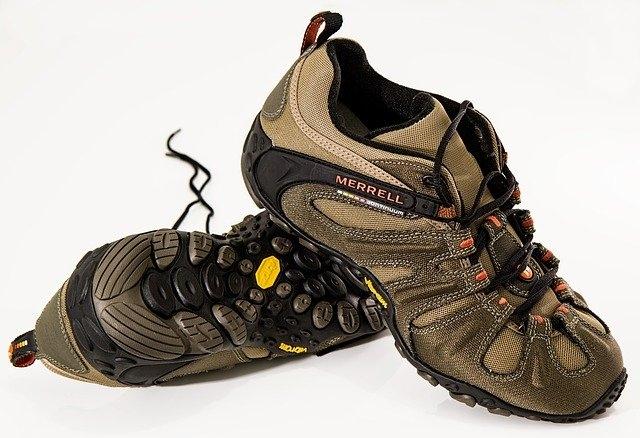Quel chaussure avec un jogging gris ?