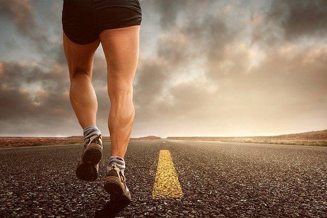 Quelle chaussure mettre avec un jogging homme ?