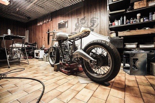 Quelle est la meilleure position sur une moto ?