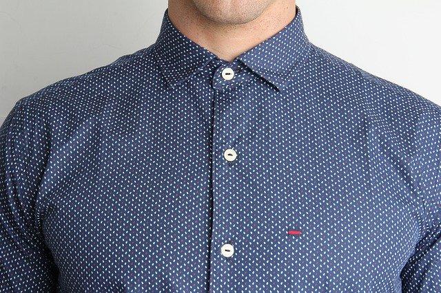 col d'une chemise pour homme