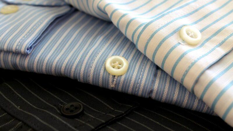 trois modèles de chemise homme pliées